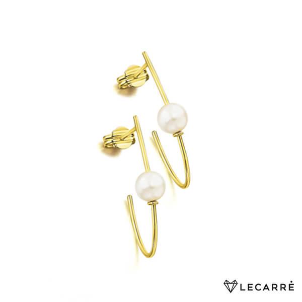 Aro alargado semiabierto de oro amarillo con perla cultivada.
